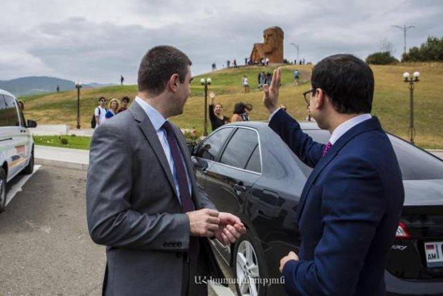 Тигран Авинян провел краткую встречу с государственным министром Арцаха