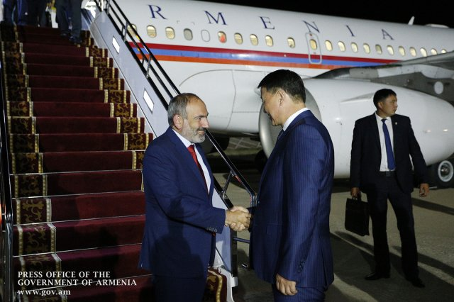 Никол Пашинян с рабочим визитом прибыл в Киргизию
