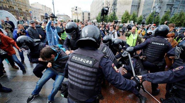 Суды Москвы арестовали 113 человек и 880 оштрафовали после акций 27 июля и 3 августа