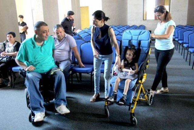 """Всеармянский фонд """"Айастан"""" и Грант Тумасян 9 детям подарили инвалидные коляски"""
