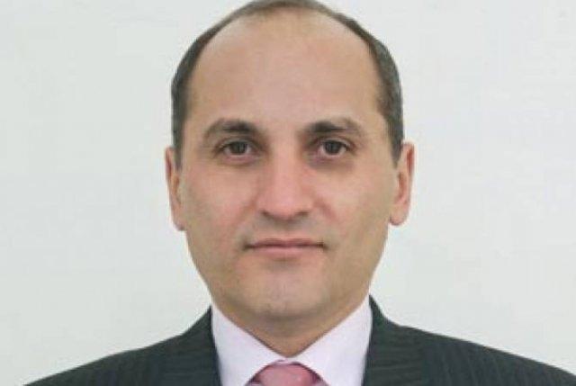 Главный советник премьер-министра Армении Арам Гарибян освобожден от занимаемой должности