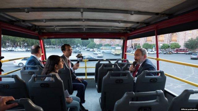 «Это было невероятно» - туристы говорят об экскурсии, во время которой их гидом был армянский премьер