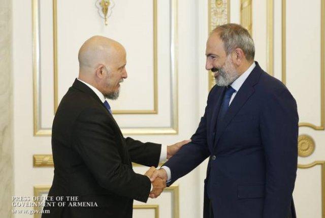 Никол Пашинян принял посла Аргентины, завершающего свою миссию в Армении