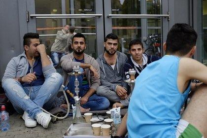 Германия начнет депортировать беженцев за поездки на родину