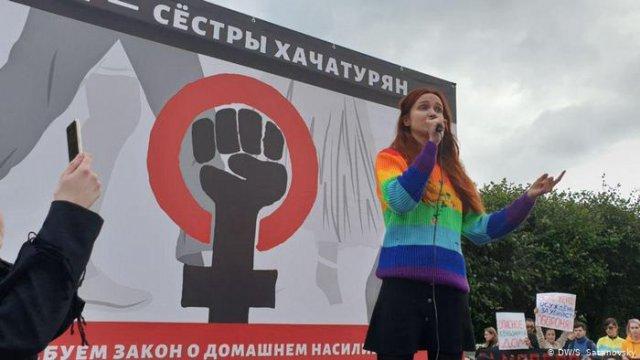 На концерт в поддержку сестер Хачатурян пришли сотни москвичей