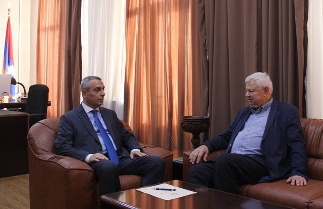 Масис Маилян обсудил с Каспшиком судьбу армянского военнопленного