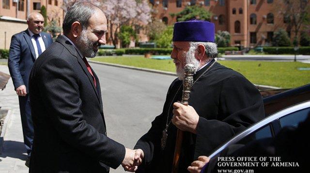 Никол Пашинян направил поздравительное послание Католикосу Гарегину Второму