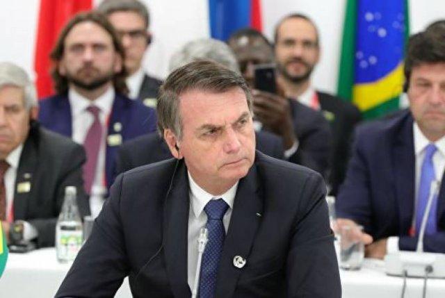 Глава Бразилии заявил о нехватке ресурсов для ликвидации пожаров в Амазонии