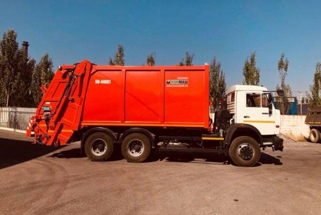 Общинное учреждение Еревана получило еще 5 мусоровозов