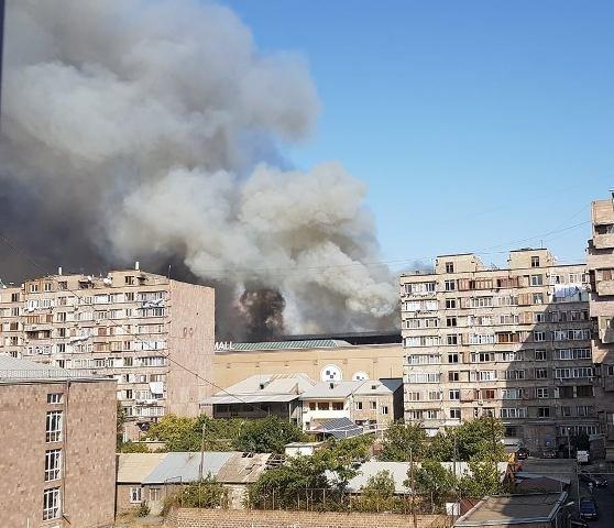 Пожар в здании торгового центра «Малатия Молл» в Ереване: сообщается о пострадавших