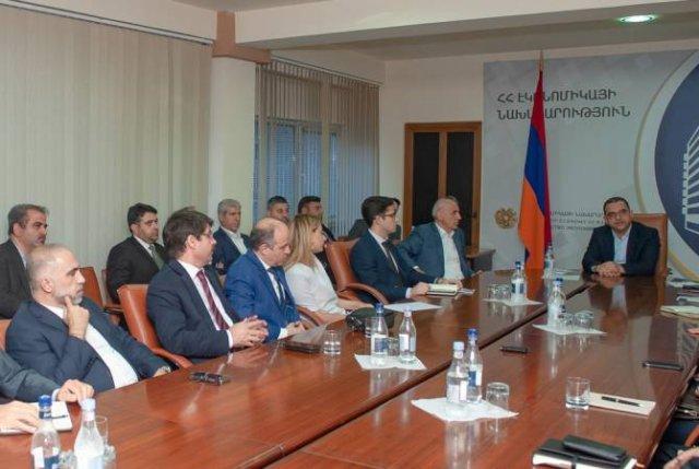 Тигран Хачатрян принял представителей Торговой палаты Иран – Армения