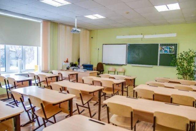 Более 100 школ в Грузии останутся без первоклассников