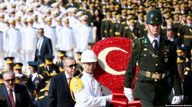 Президент Турции провел краткую беседу с представителями армянской общины