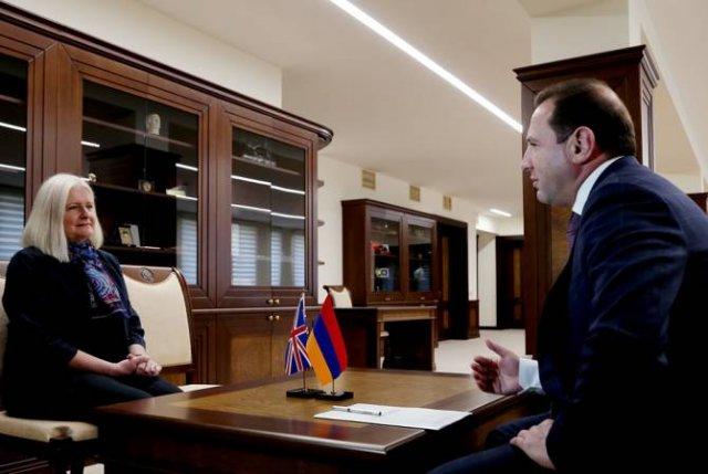 Министр обороны принял посла Великобритании в Армении