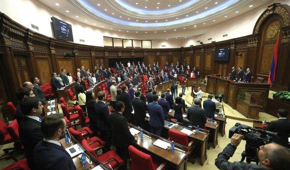 Парламент Армении ратифицировал протокол о поправках в соглашение с РФ о военной курьерской службе