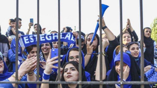 В Иране футбольная болельщица совершила самосожжение