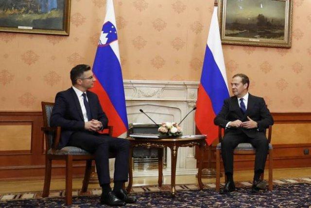 Медведев: отношения России и Евросоюза нужно восстанавливать, но без всяких условий