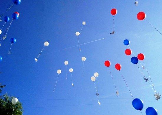 В Армении военнослужащие, юнармейцы ЮВО и члены их семей приняли участие в акции «Голубь Мира»