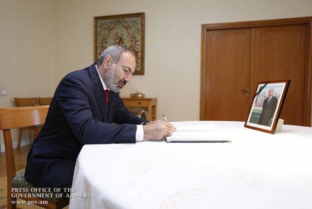 Пашинян в связи со смертью Жака Ширака сделал запись в книге соболезнований