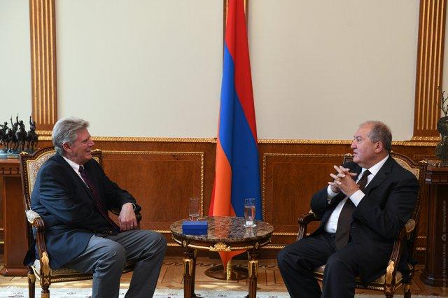 Президент Армении - конгрессмену США: Буду рад видеть в Армении крупные американские компании