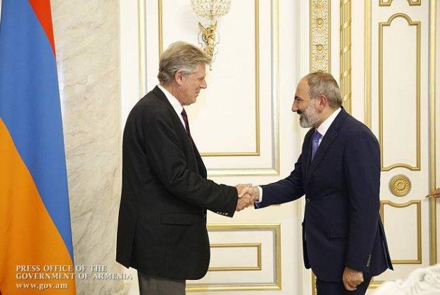 Премьер-министр Пашинян принял конгрессмена Фрэнка Паллоне
