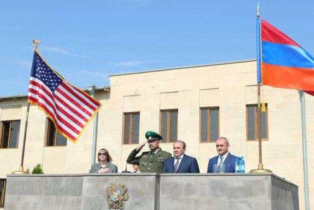 Посол США в Армении посетила пограничные войска СНБ РА
