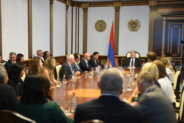 Президент Армении принял группу выпускников Стэнфордского университета