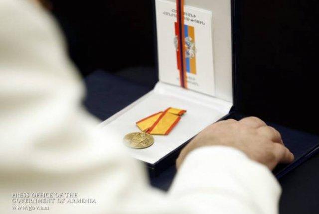 """Президент Армении наградил группу лиц медалью """"Мхитар Гош"""""""