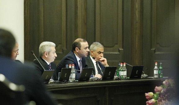 В Армении прорабатывают возможности оказания помощи армянам в Сирии