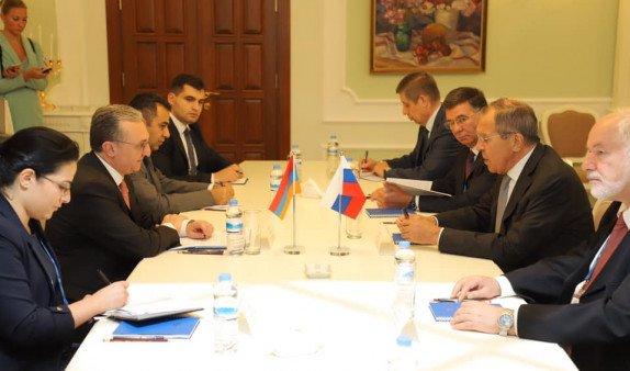Главы МИД Армении и России провели встречу на полях заседания СМИД СНГ