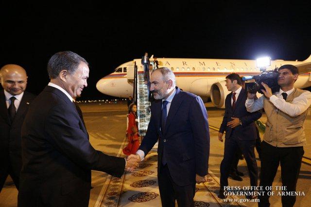 Пашинян прилетел в Ашхабад для участия в саммите СНГ