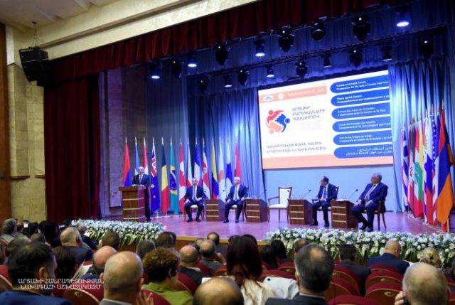 Бако Саакян присутствовал на открытии Форума друзей Арцаха