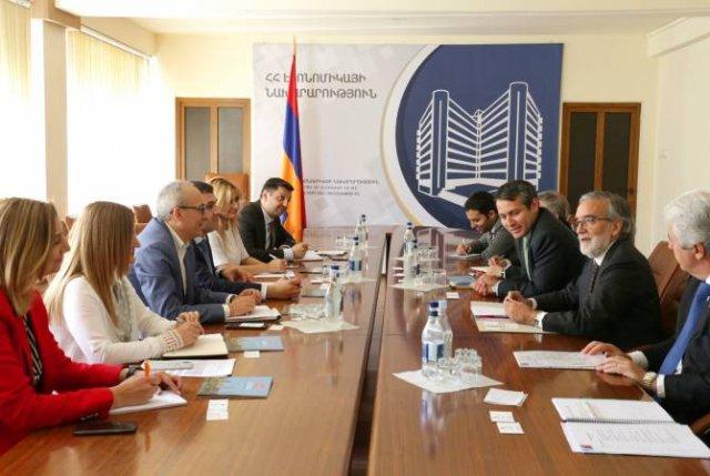 Обсуждены возможности углубления экономических связей между Арменией и Чили
