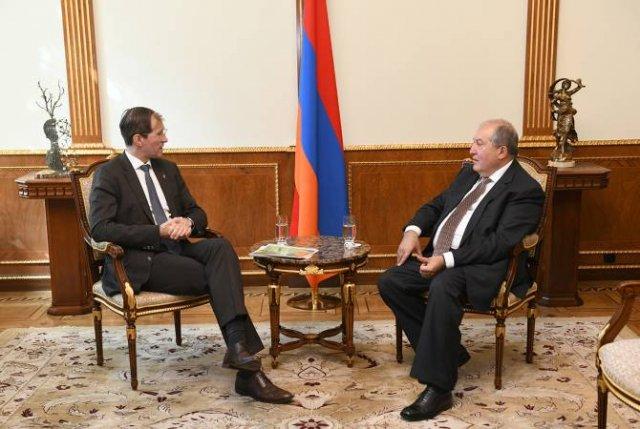 """Президент Армении принял основателя компании """"Шнайдер Груп"""""""