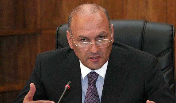 Экс-министр финансов Армении Гагик Хачатрян все еще остается в гражданской клинике
