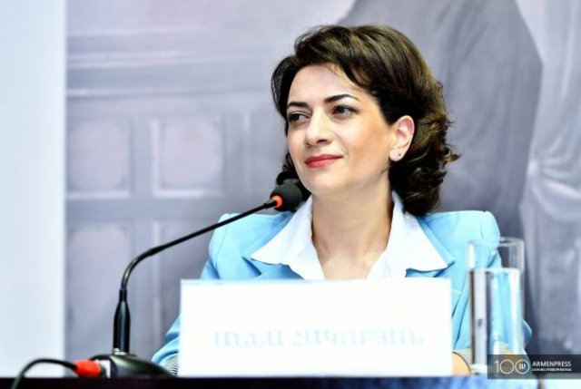 Анна Акопян отправилась в Швейцарию эконом-классом регулярного рейса