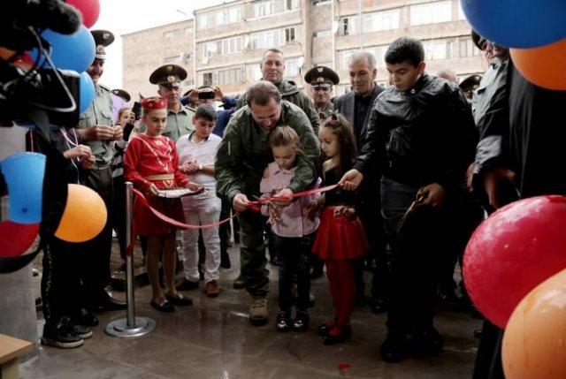 Давид Тоноян принял участие в церемонии сдачи в эксплуатацию квартир для военнослужащих