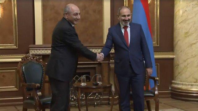 Никол Пашиня и Бако Саакян встретились в Ереване