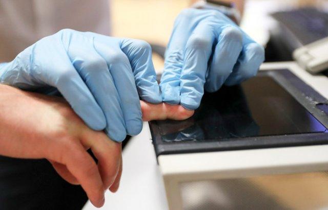 В России предложили ввести обязательную дактилоскопию для всех въезжающих в страну
