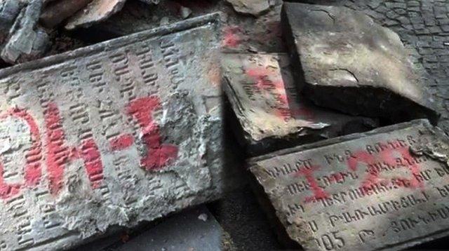 Во время реконструкции моста в Тбилиси найдены надгробные плиты с армянскими и грузинскими надписями