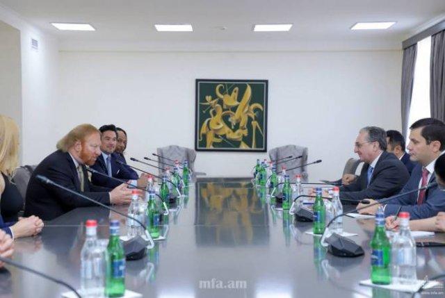 Глава МИД Армении принял прибывших из США режиссеров и продюсеров