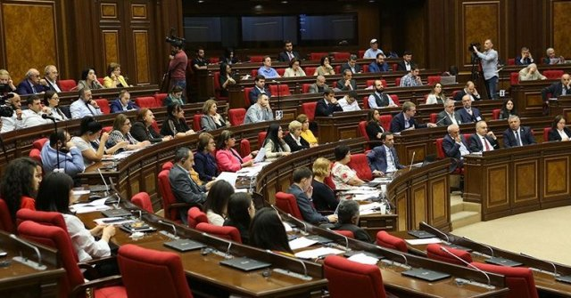 В парламенте Армении стартовали слушания по вопросу Конституционного закона о партиях