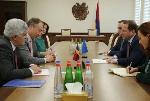 Министр обороны Армении принял спецпредставителя ЕС по вопросам Южного Кавказа и кризиса в Грузии