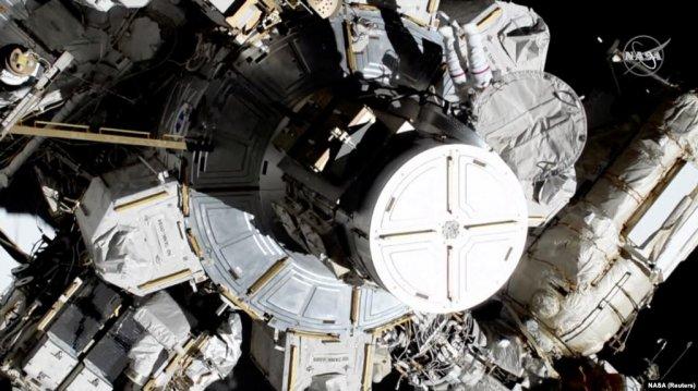 Впервые в истории две женщины вышли в открытый космос с МКС