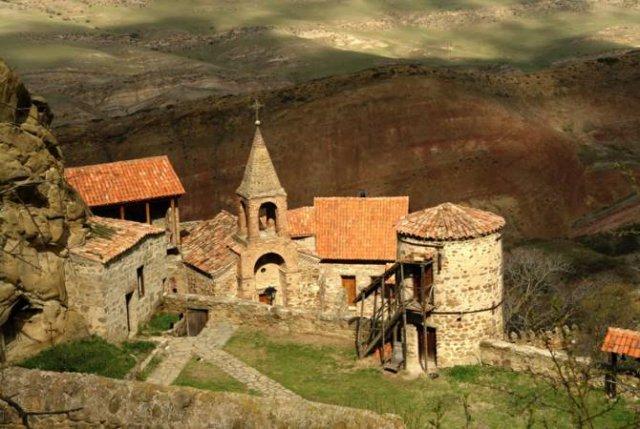 Пашазаде подготавливает грузин к утрате монастырского комплекса Давид Гареджи