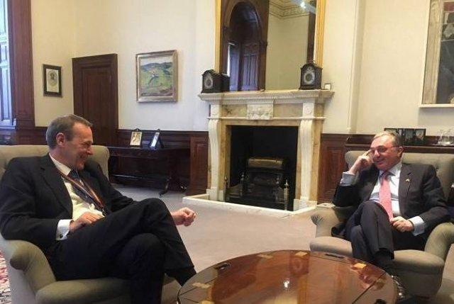 Зограб Мнацаканян встретился с постоянным секретарем МИД Великобритании