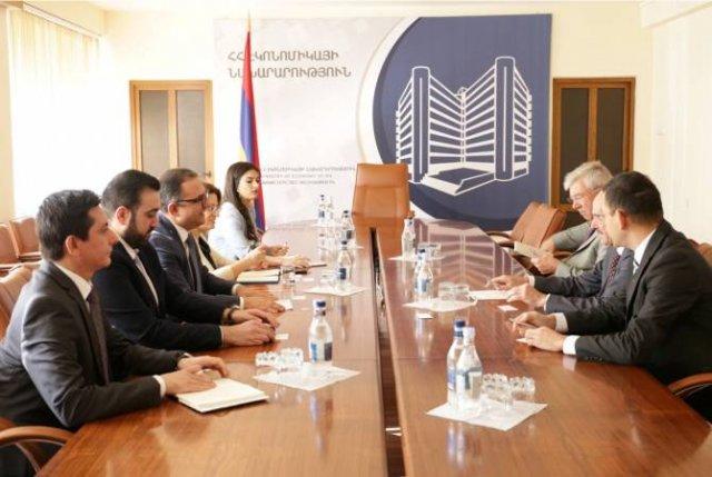 Тигран Хачатрян принял посла Германии Михаэля Банцхафа