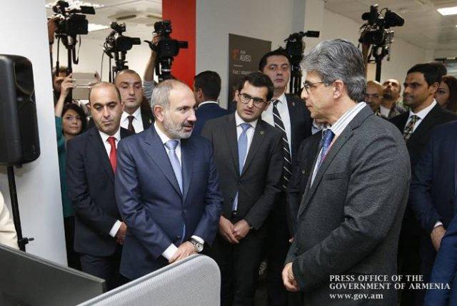 """Премьер-министр присутствовал на церемонии открытия компании """"Зайлинкс Армения"""""""