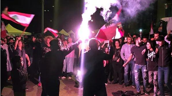 Тысячи демонстрантов в центре Бейрута отпраздновали отставку премьера Ливана