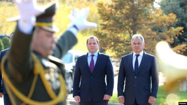 Шойгу: Российская военная база готова вместе с ВС Армении противостоять возникающим вызовам и угрозам